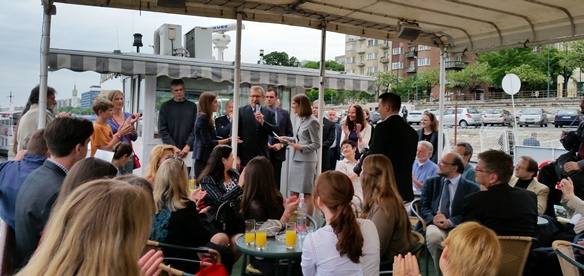 Ambassador Bell Launches Farewell Cruise for US and Hungarian Fulbrighters